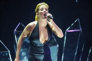 EMA-2015-Ellie-Goulding-Performance-BIllboard-650